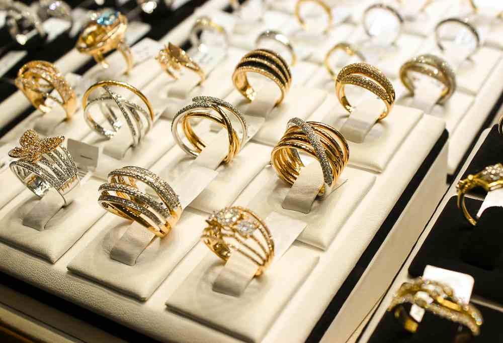 anillo de compromiso antes o después de la boda